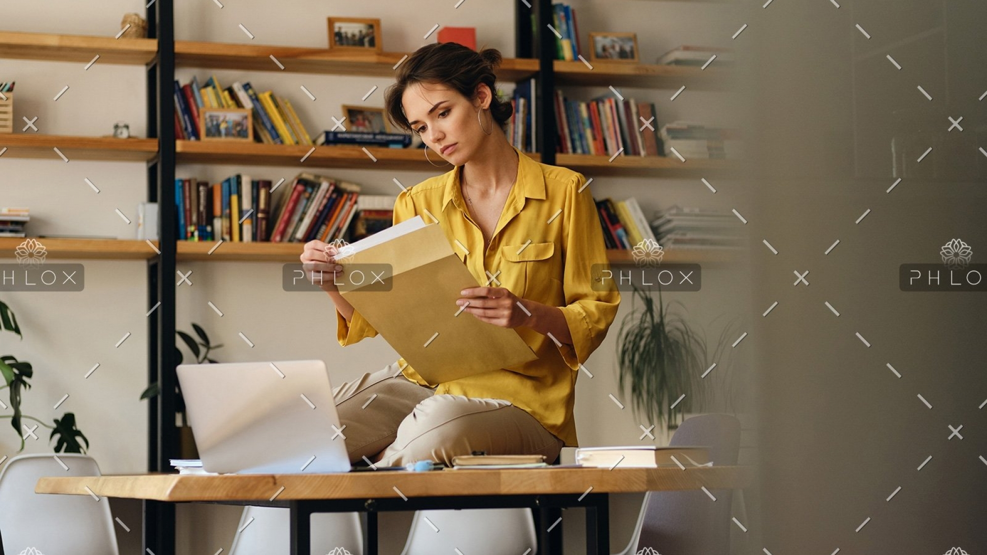demo-attachment-468-beautiful-woman-in-shirt-sitting-on-desk-with-LE96BAG