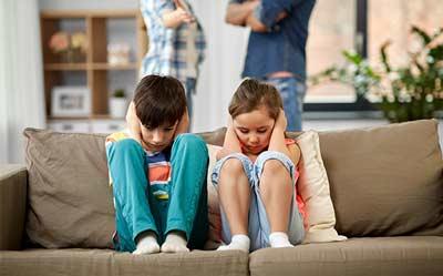 3 Metode care ajută părinții să rezolve certurile și tensiunile din cuplu, ca să nu afecteze emoțional copiii, pe termen lung
