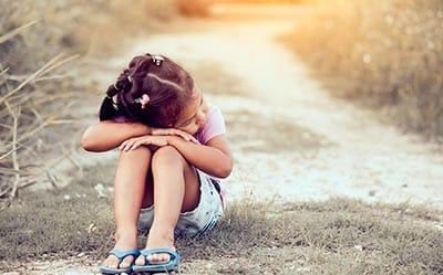"""Cele 5 răni emoționale ale copilăriei. Comportamentele """"inofensive"""" ale părinților creează răni pe viață copiilor - Abandonul și Respingerea"""