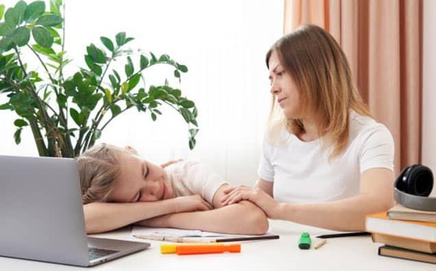 Cum îți ajuți copilul să nu piardă ritmul la școală