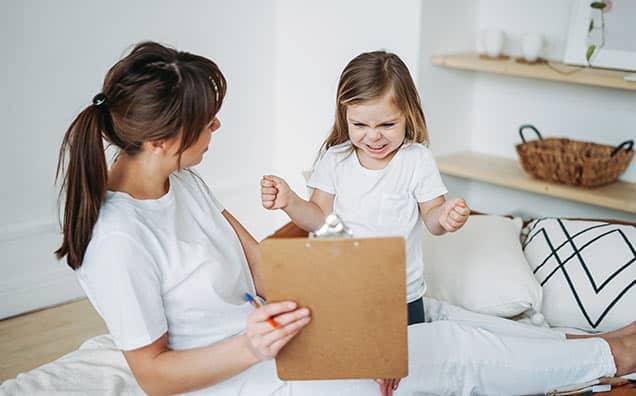 4 Pași ca să calmezi nervii tăi și ai copilului. Ce să faci când îți vine să urli, să ameninți sau chiar să lovești.